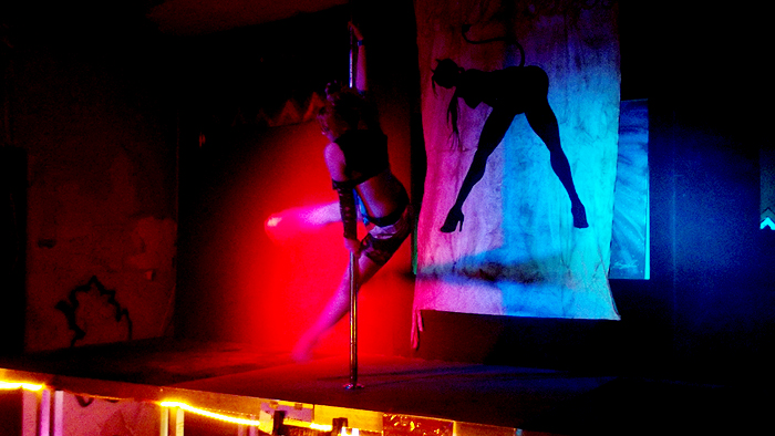 Spaceritter-Festival : Endzeit-Stripshow, Pole Dance, Vertikaltuch - Lady Kitty´s Hell´s Belles